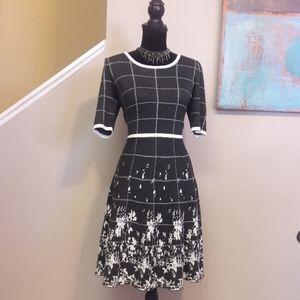 Gabby Skye/ Grey/ White/ Print/ Sweater Dress